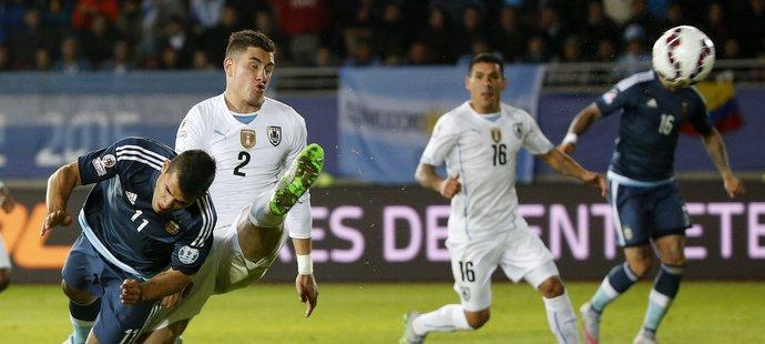 Parádně zachycená trefa argentinského útočníka.