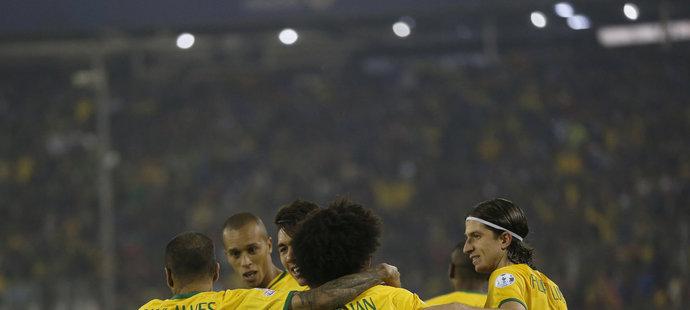 Brazilci slaví výhru 2:1.