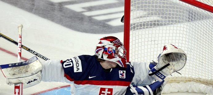 Denis Godla uhranul Slováky svými výkony na juniorském MS podobně jako v Naganu český národ Dominik Hašek