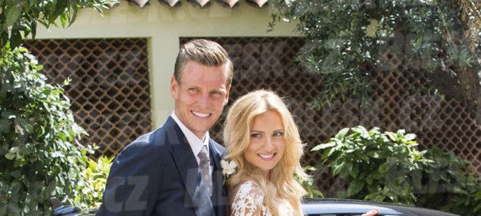 Novomanželé Berdychovi.