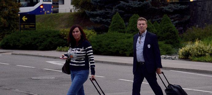 Dagmar Damková a Roman Berbr po příletu do Rigy