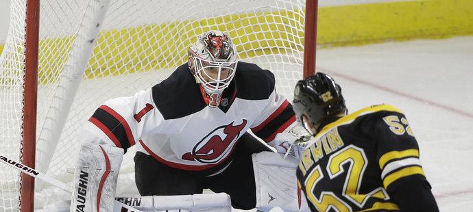 Obránce Matt Irwin vstřelil oba góly Bruins proti New Jersey.