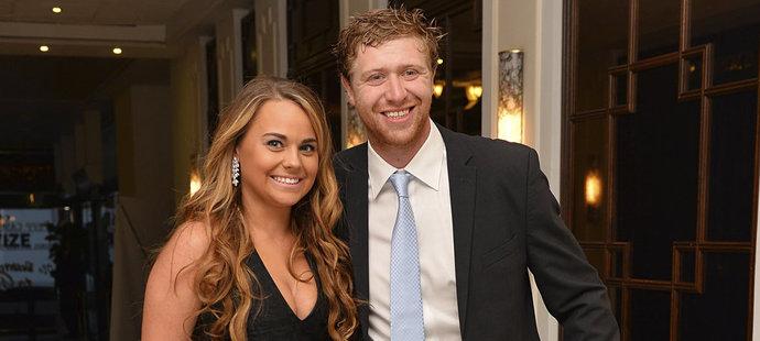 Šťasný pár. Jakub Voráček s přítelkyní Nicole Warnecke čekají miminko.