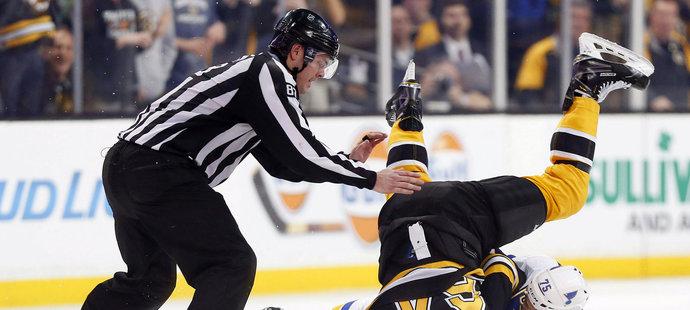 Ryan Reaves a Tyler Randell si v NHL střihli skutečnou vánoční bitku