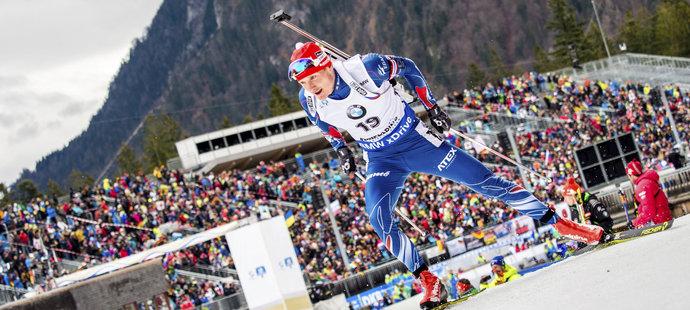 Ondřej Moravec si jede pro stříbrnou medaili v závodě s hromadným startem na SP v Ruhpoldingu