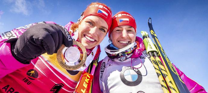 Gabriela Soukalová slaví zlatou medaili ve stíhačce v Presque Isle s Veronikou Vítkovou, která doběhla na skvělém šestém místě