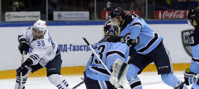 Český brankář Alexander Salák výrazně pomohl svému klubu k postupu přes Vladivostok