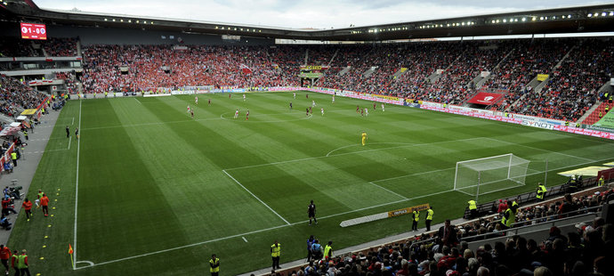 Zaplněný Eden na derby Slavia - Sparta