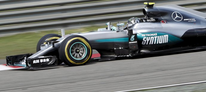 Nico Rosberg pokračuje v dominanci
