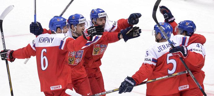 Michal Kempný, Michal Birner, Michal Řepík, Jakub Jeřábek a Jan Kovář se radují z vyrovnávacího gólu