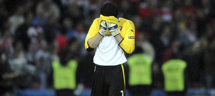 V důležitém utkání o postup ze skupiny na EURO 2008 Čech chyboval a po utkání byl terčem kritiky