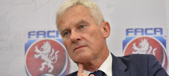Nový šéf komise rozhodčích Michal Listkiewicz na tiskové konferenci