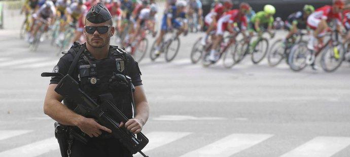 Tour de France hlídali ozbrojení policisté