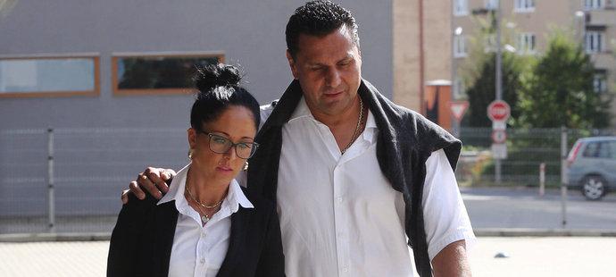 S milenkou Marií Růžička ihned odešel. Soud pokračuje bez něho.