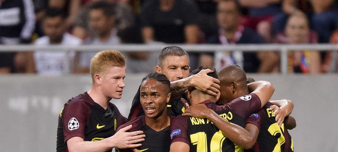 Radost hráčů anglického klubu po brance do sítě Steauy