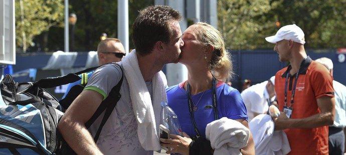 Pusa za úspěšně zvládnutou kvalifikaci na US Open. Denisa Allertová Jana Šátrala podporovala přímo u kurtu