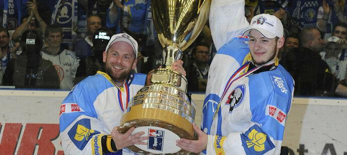 Marek Mazanec s pohárem pro vítěze extraligy