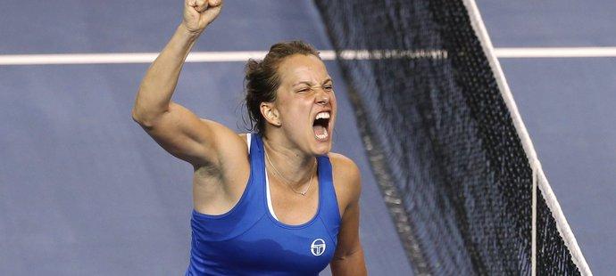 Barbora Strýcová slaví vítězství nad Cornetovou