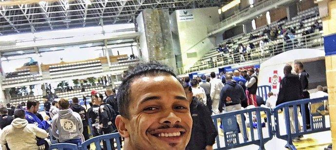 Zpěvák a bojovník na šampionátu brazilského jiu jitsu v Madridu