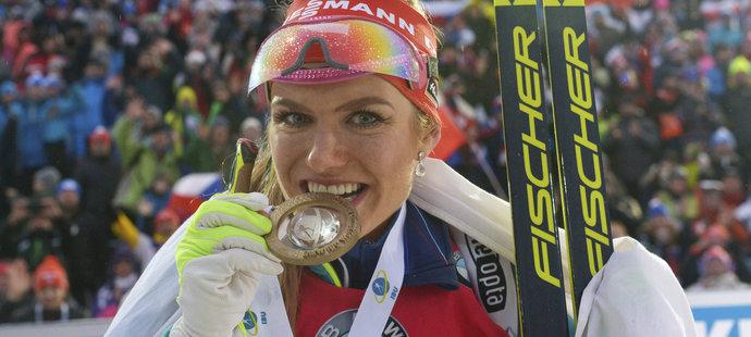 Gabriela Koukalová ozkoušela pevnost zlaté medaile