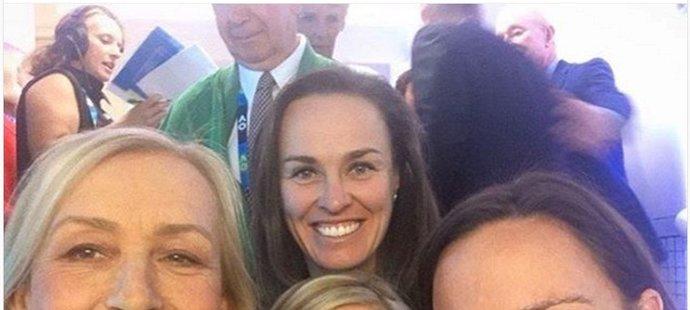 Martina Navrátilová, Martina Hingisová, Chris Evertová a Lindsay Davenportová aneb 44 grandslamových titulů na jednom selfíčku.