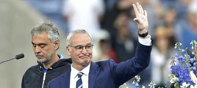 Claudio Ranieri oslavil loni v létě v Leicesteru titul
