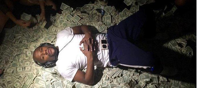 Dechberoucí bohatství. Neporažený boxer Mayweather se topí v luxusu!