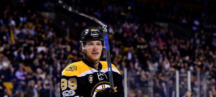 David Pastrňák se raduje ze svého gólu v zápase NHL proti Detroitu