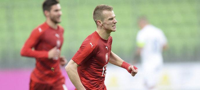 Václav Černý se raduje z prvního gólu v zápase české jednadvacítky proti Slovensku