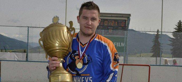 Hokejbalista Erik Balažovič byl veselý, usměvavý člověk, jeho život skončil naprosto nečekaně.