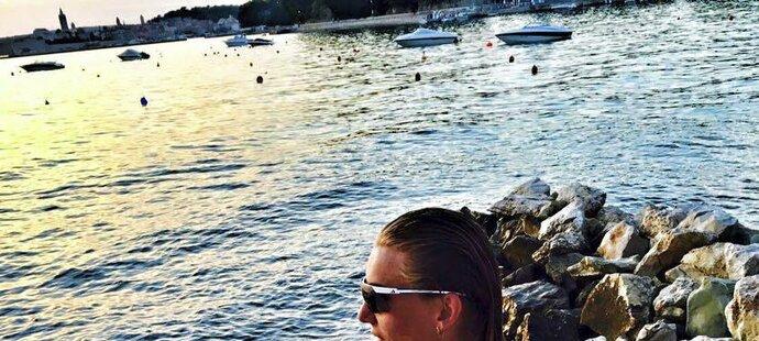 Dvojnásobná matka Anastasia Kuzminová se dostávala do formy i u moře