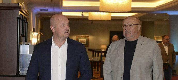 Generální manažer Plzně Adolf Šádek s šéfem FK Příbram Jaroslavem Starkou