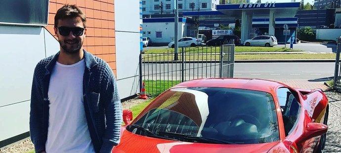 Mrázek a jeho původní Ferrari 458.