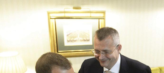 Majitel Sparty Daniel Křetínský a šéf Slavie Jaroslav Tvrdík před novináři