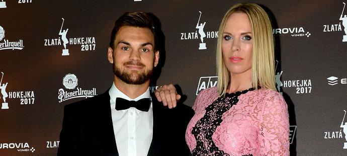 Michael Frolík s přítelkyní Dianou Kobzanovou na vyhlášení ankety Zlatá hokejka
