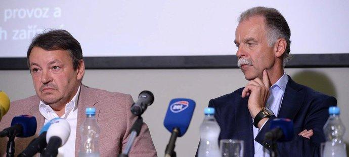 Prezident hokejového svazu Tomáš Král s šéftrenérem Slavomírem Lenerem