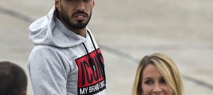 Luis Suárez s manželkou Sofií nemohli chybět na Messiho svatbě