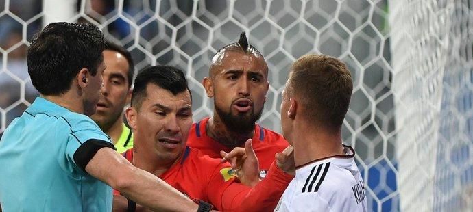 Chilským fotbalistům se nelíbilo, jak Joshua Kimmich dohrál brankáře Claudia Brava