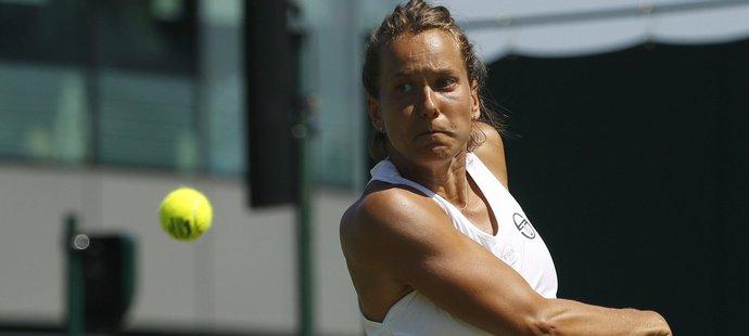 Barbora Strýcová v zápase druhého kola Wimbledonu