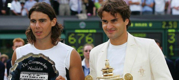 Roger Federer po finálovém wimbledonském vítězství nad Rafaelem Nadalem v roce 2006