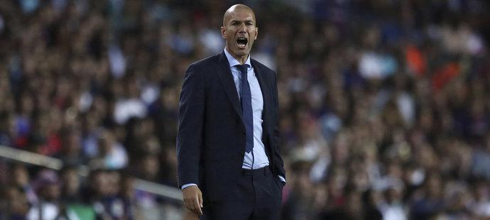Kouč Realu Madrid Zinedine Zidane v utkání proti Barceloně
