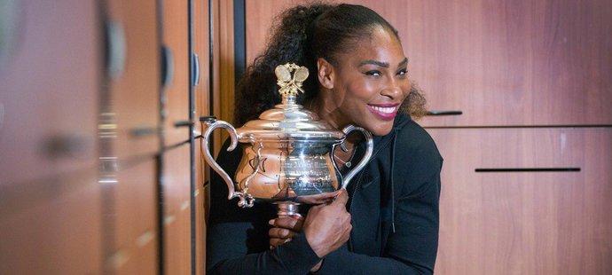 Serena Williamsová s trofejí za vítězství na Australian Open