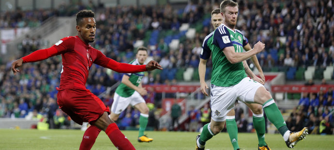 Theodor Gebre Selassie v utkání Česka v Severním Irsku