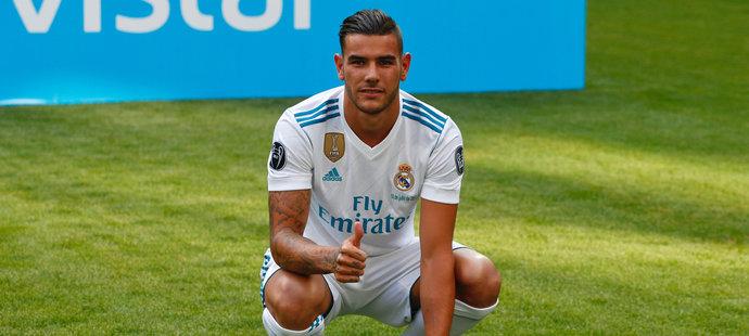 Mlad obránce Theo Hernandez v létě přestoupil z Atlétika Madrid k rivalovi Realu