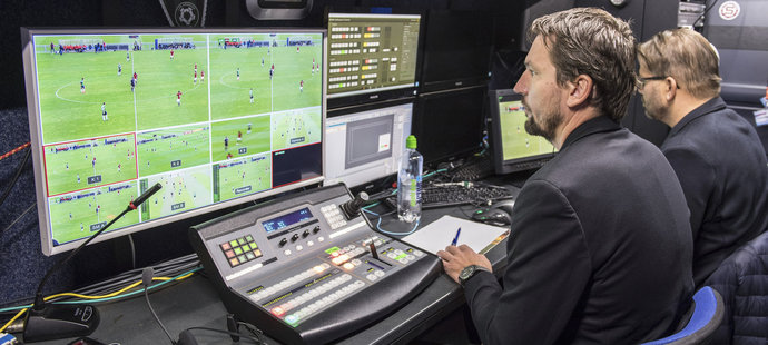 Výsledek obrázku pro fotbal videorozhodčí