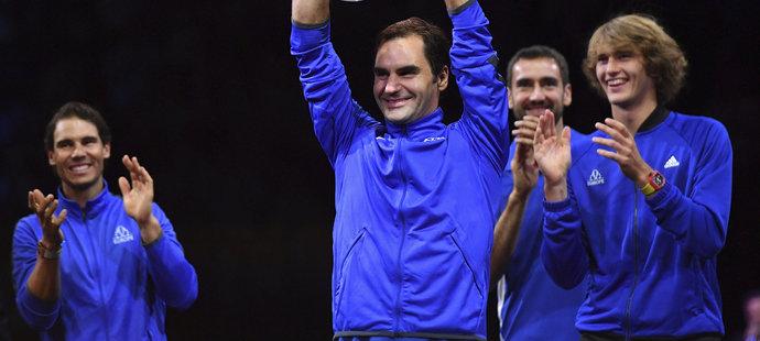 Roger Federer si jako jedna z hlavních opor týmu Evropy mohl potěžkat pohár pro vítěze