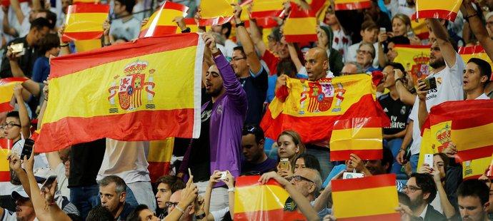 Fanoušci Realu zareagovali na dění v Katalánsku španělskými vlajkami