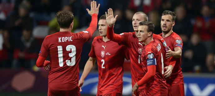 Radost po druhém českém gólu, o který se postaral Michael Krmenčík