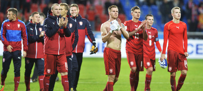 Čeští fotbalisté děkovali svým příznivcům, kteří je přišli podpořit na zápas proti San Marinu