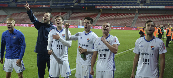 Sparta nezvládla penalty s Baníkem a v poháru končí. Slavia po obratu slaví